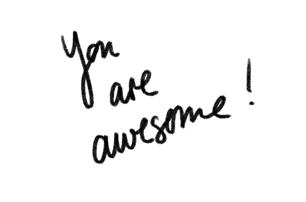"""Schriftzug """"You are awesome"""" auf weißem Hintergrund Handlettering"""
